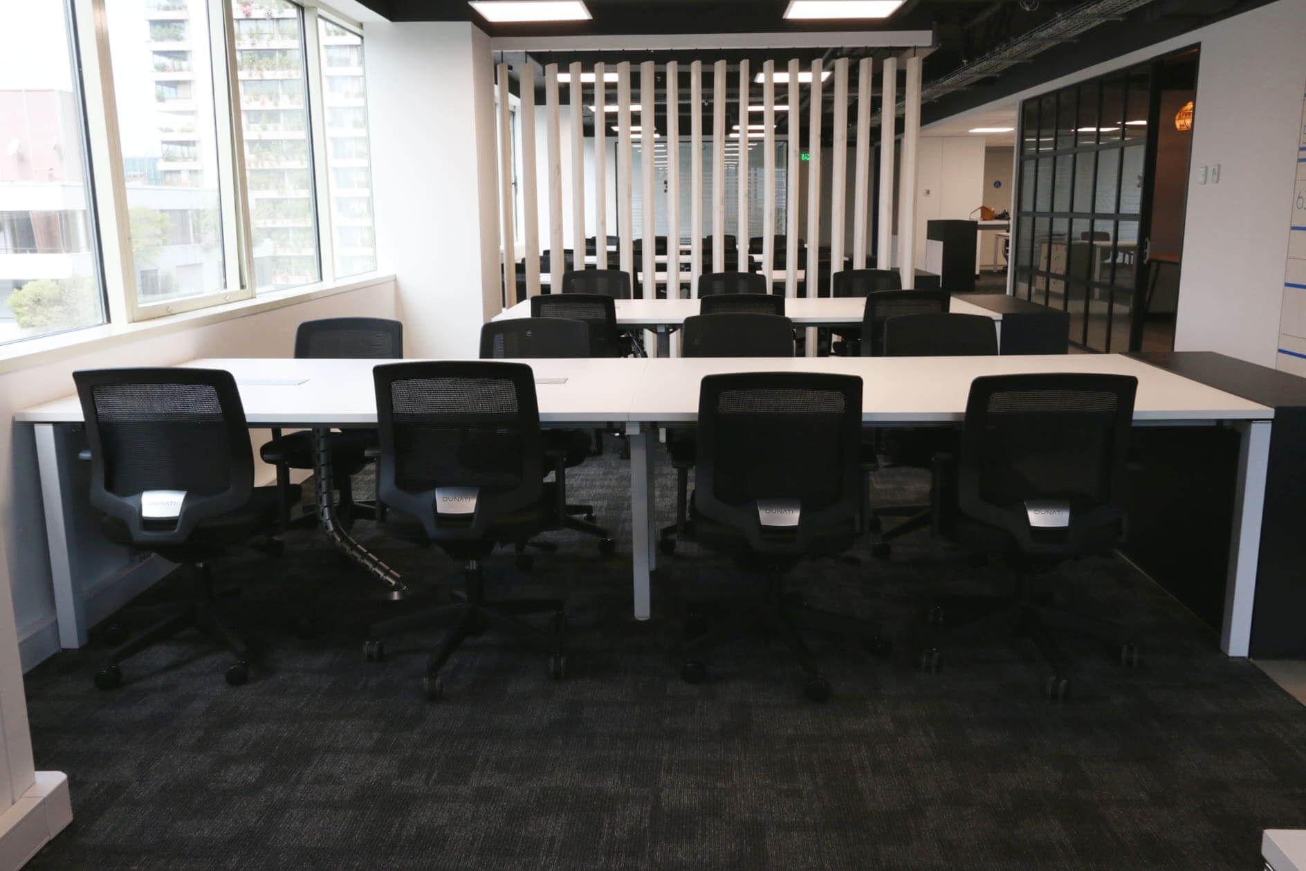Cowork Latam muebles de oficina escritorios tipo bench Santiago, Chile