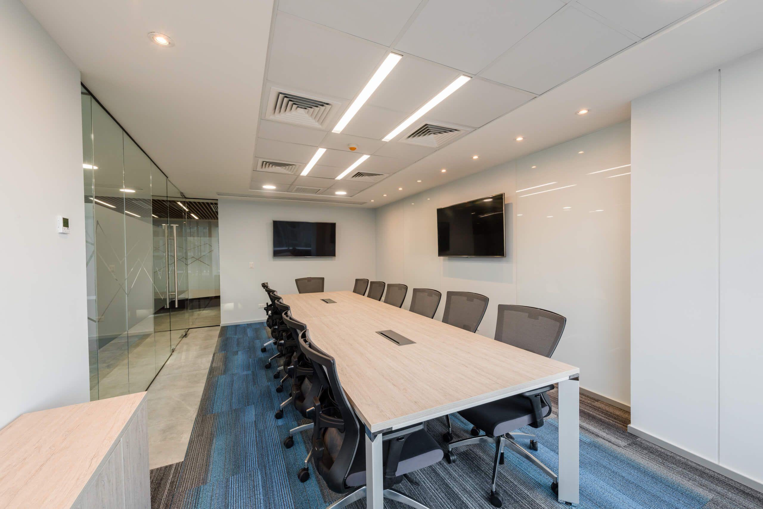 Mesa de reunión oficina en Chile