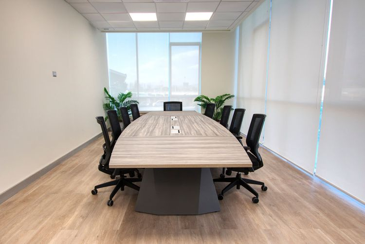 Mesa de Reunión legacy y silla de escritorio axis negra sin cabecero