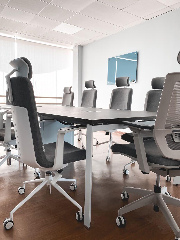 mesa de reunion versa sillas alessia