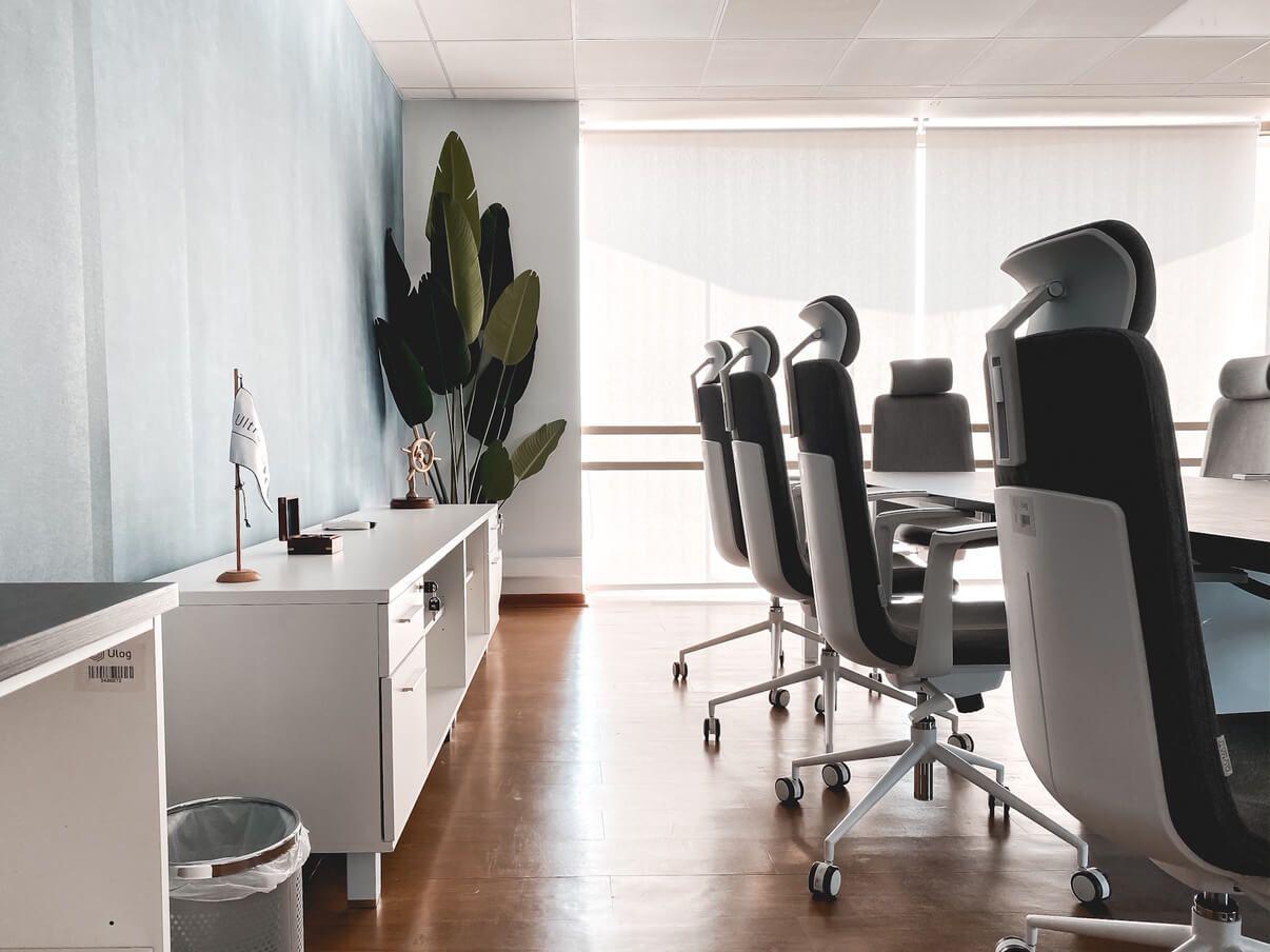 sala de reunion muebles de almacenamiento mesa de reunion versa silla ejecutiva alessia